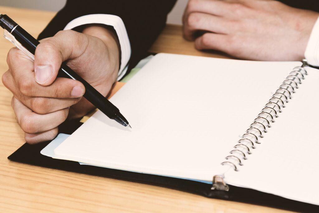 手帳に文字を書く
